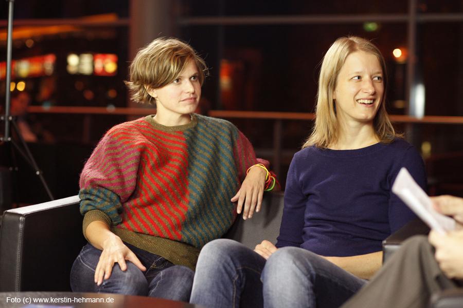 """Anna Doose (Regie) und Stephanie Stremler (Schauspielerin) von """"Staub auf unseren Herzen"""""""